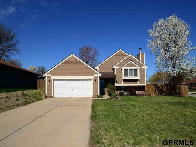 2010 Glenwood Avenue, Papillion, NE 68046 (MLS #22107186) :: Capital City Realty Group