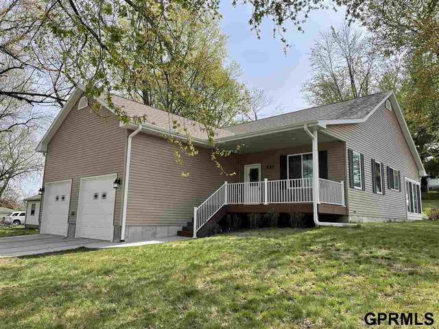 527 4th Avenue, Nebraska City, NE 68410 (MLS #22107415) :: Don Peterson & Associates