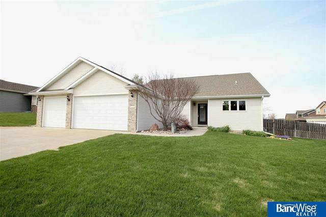 9040 Berg Drive, Lincoln, NE 68505 (MLS #22107444) :: The Briley Team