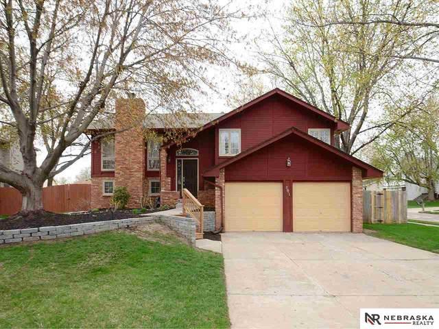 801 Evergreen Drive, Papillion, NE 68046 (MLS #22107550) :: Lincoln Select Real Estate Group