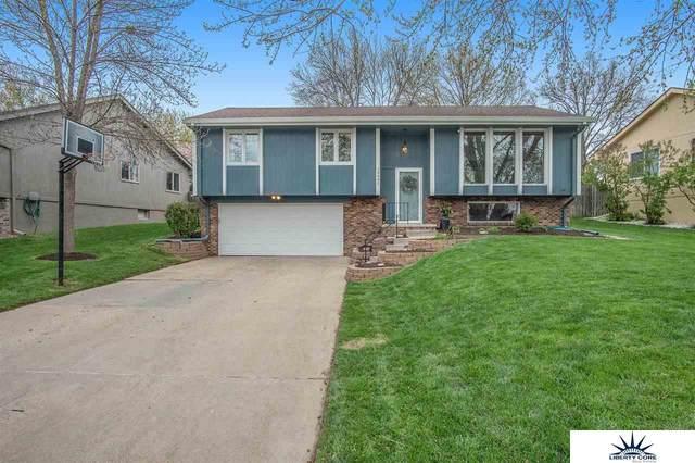 15492 Harney Street, Omaha, NE 68154 (MLS #22107796) :: Berkshire Hathaway Ambassador Real Estate