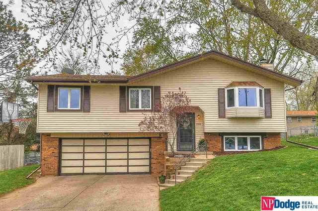 13515 Washington Circle, Omaha, NE 68137 (MLS #22107888) :: Berkshire Hathaway Ambassador Real Estate