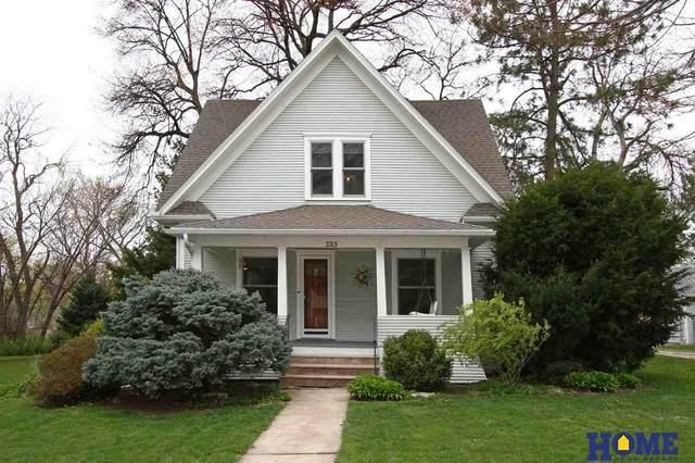 2213 N 64th Street, Lincoln, NE 68505 (MLS #22108086) :: Capital City Realty Group