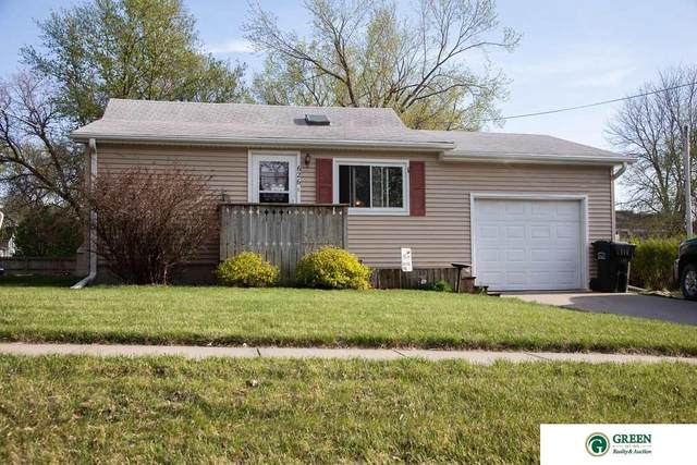 626 E 9th Street, York, NE 68467 (MLS #22108435) :: The Briley Team