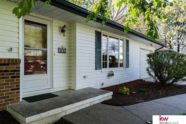 306 W Calhoun Drive, Fort Calhoun, NE 68023 (MLS #22108858) :: kwELITE
