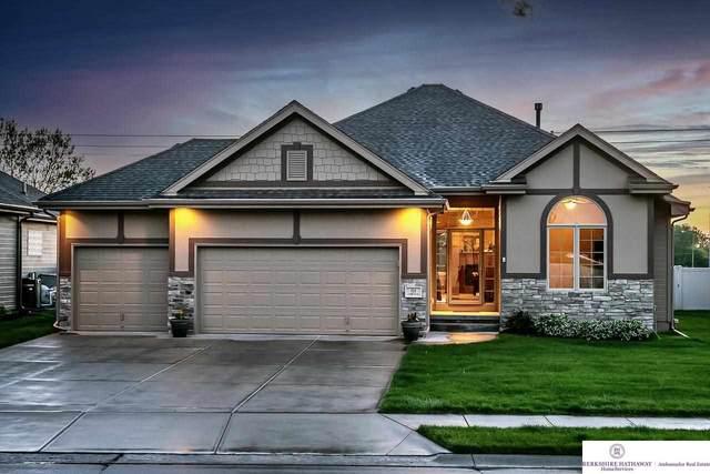 916 S 201 Street, Omaha, NE 68022 (MLS #22108909) :: Lincoln Select Real Estate Group