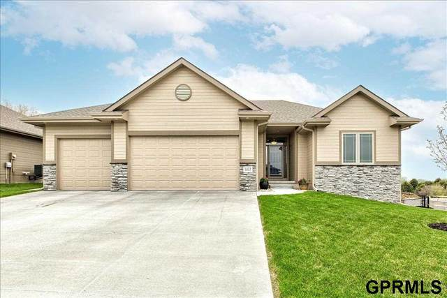 1423 Abercorn Drive, Council Bluffs, IA 51503 (MLS #22109074) :: kwELITE