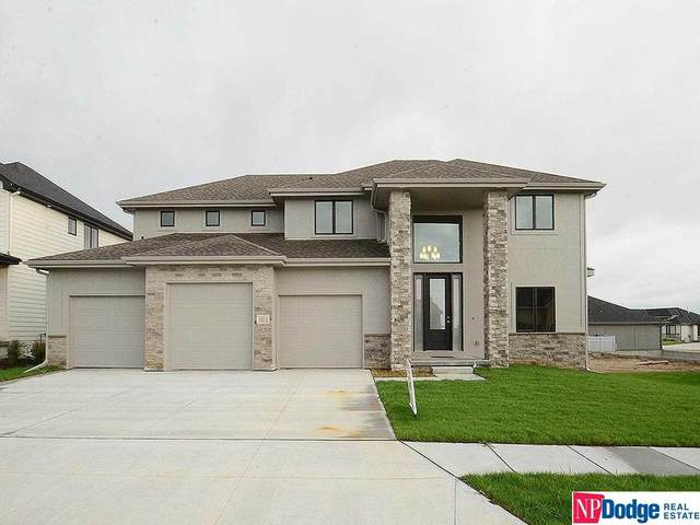 18214 Locust Street, Omaha, NE 68022 (MLS #22109113) :: Elevation Real Estate Group at NP Dodge