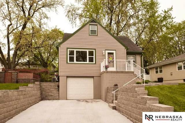7705 Davis Circle, Omaha, NE 68134 (MLS #22109430) :: Omaha Real Estate Group