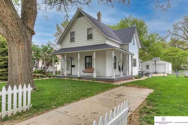 1929 S 35th Avenue, Omaha, NE 68105 (MLS #22109552) :: Dodge County Realty Group