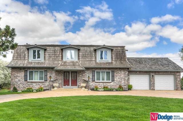 9944 Devonshire Drive, Omaha, NE 68114 (MLS #22109956) :: Lincoln Select Real Estate Group