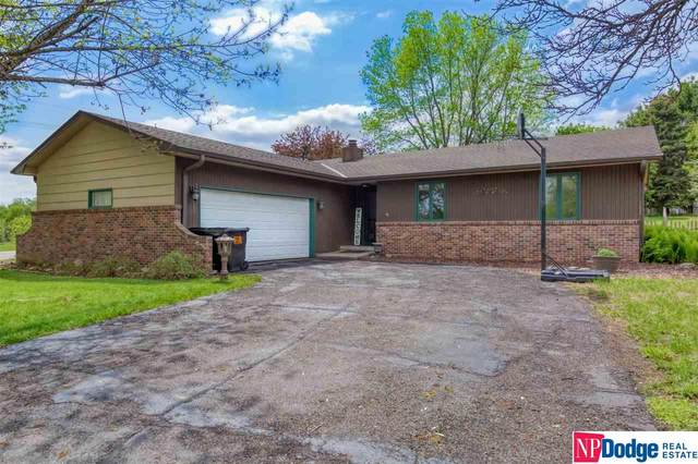 2801 Douglas Drive, Fremont, NE 68025 (MLS #22110084) :: Complete Real Estate Group