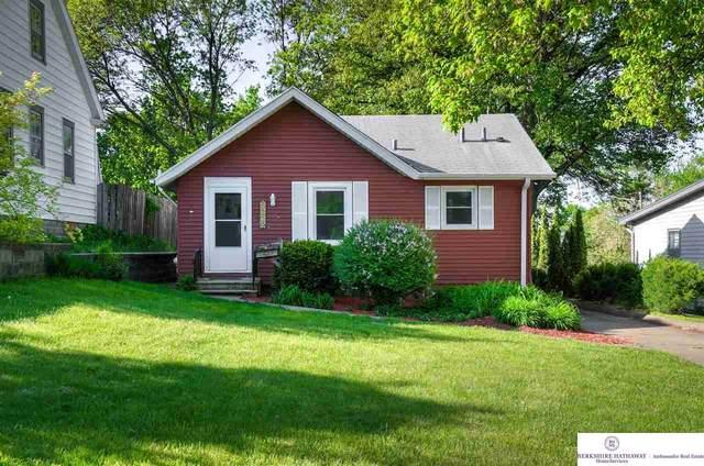 5229 Poppleton Avenue, Omaha, NE 68106 (MLS #22110228) :: Lincoln Select Real Estate Group