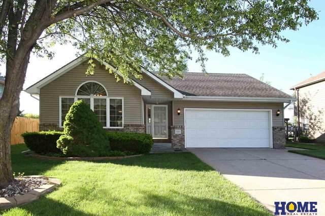 727 Glenarbor Circle, Lincoln, NE 68512 (MLS #22110374) :: Don Peterson & Associates