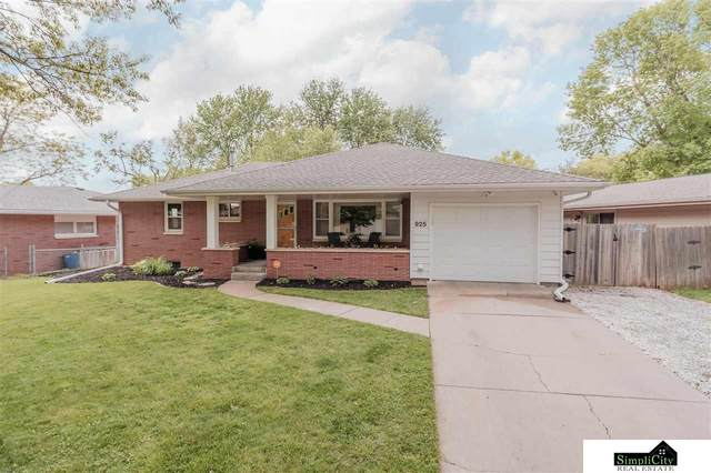 925 Colony Lane, Lincoln, NE 68505 (MLS #22110470) :: Lincoln Select Real Estate Group