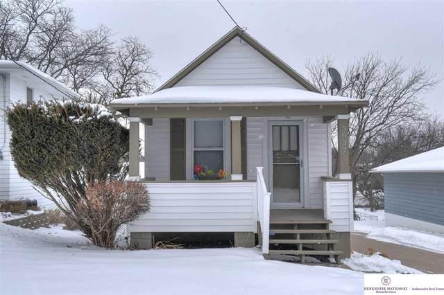 5037 S 50th Street, Omaha, NE 68117 (MLS #22110627) :: Lincoln Select Real Estate Group