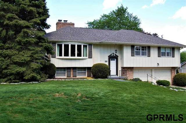 735 Leawood Drive, Omaha, NE 68154 (MLS #22110694) :: Berkshire Hathaway Ambassador Real Estate