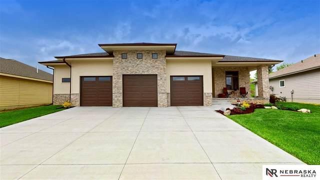 914 Elk Ridge Drive, Elkhorn, NE 68022 (MLS #22110749) :: kwELITE