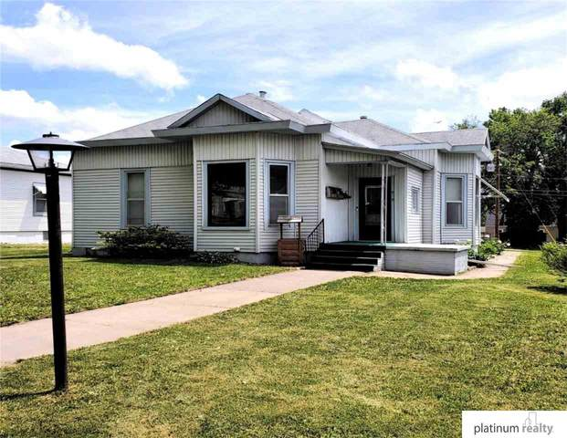 912 5th Street, Fairbury, NE 68352 (MLS #22111039) :: Don Peterson & Associates