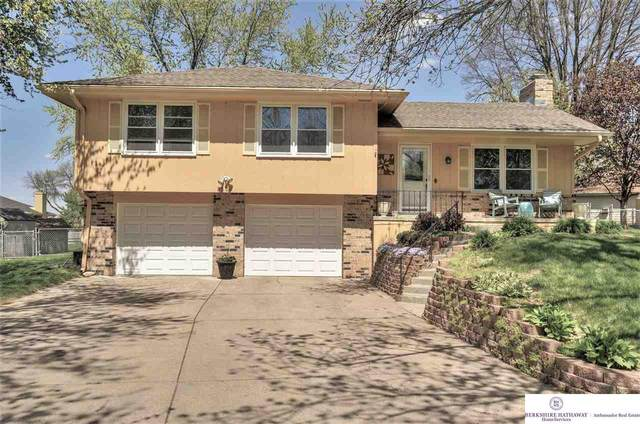9806 P Circle, Omaha, NE 68127 (MLS #22111711) :: Berkshire Hathaway Ambassador Real Estate