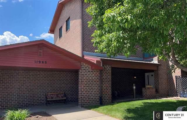 11945 Miracle Hills Drive #17, Omaha, NE 68154 (MLS #22111915) :: kwELITE