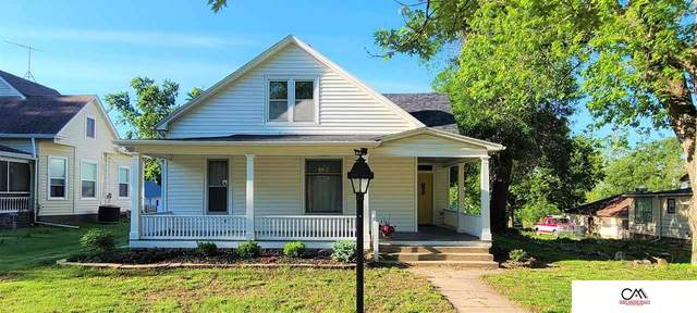 1010 6th Street, Fairbury, NE 68352 (MLS #22111965) :: kwELITE