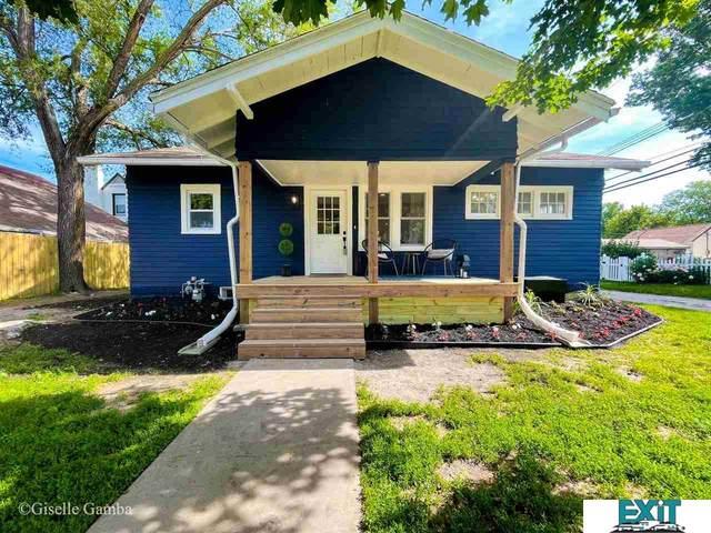 1327 Lake Street, Lincoln, NE 68502 (MLS #22112241) :: Lincoln Select Real Estate Group