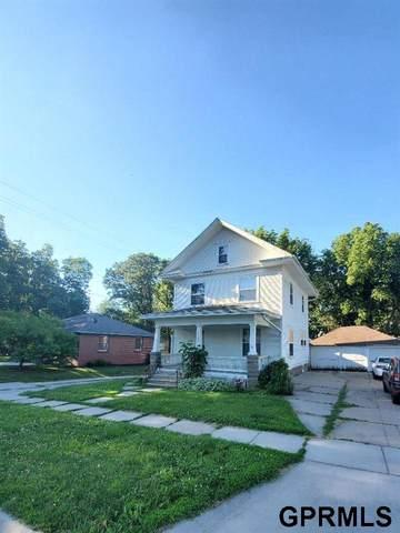 2917 L Street, Lincoln, NE 68510 (MLS #22112315) :: Don Peterson & Associates