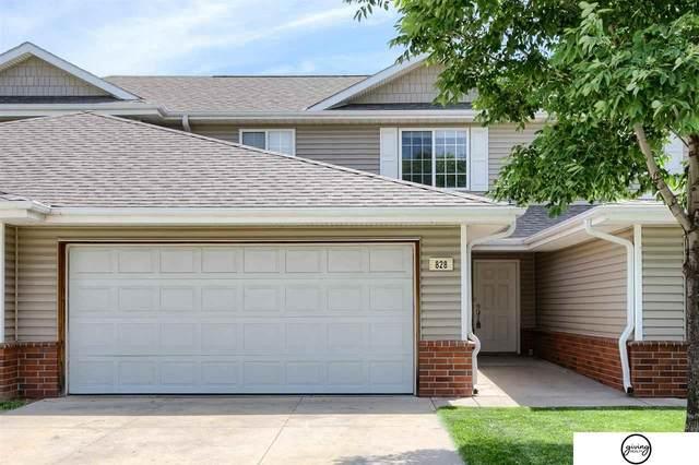 828 Surfside Circle, Lincoln, NE 68528 (MLS #22112451) :: Berkshire Hathaway Ambassador Real Estate
