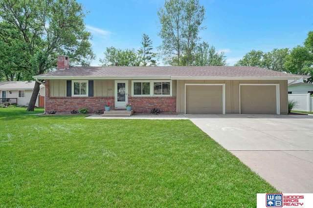 824 Manes Court, Lincoln, NE 68505 (MLS #22112680) :: Berkshire Hathaway Ambassador Real Estate