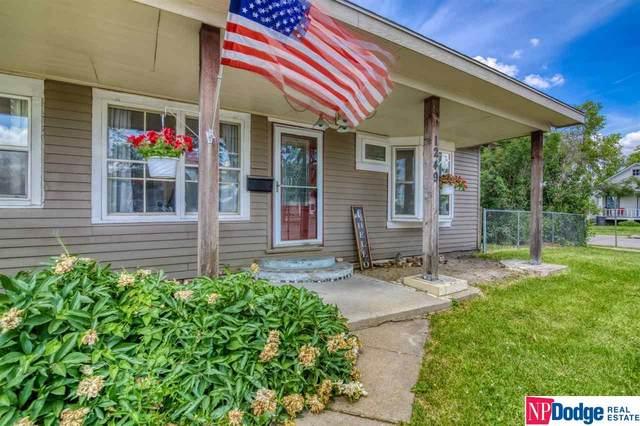 1249 N Bell Street, Fremont, NE 68025 (MLS #22112795) :: kwELITE