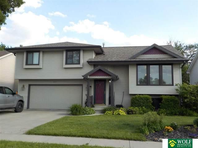 601 Lakeshore Drive, Lincoln, NE 68528 (MLS #22112800) :: kwELITE