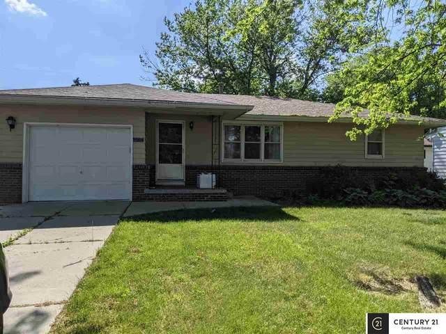 8004 S 36th Street, Bellevue, NE 68147 (MLS #22112898) :: Complete Real Estate Group