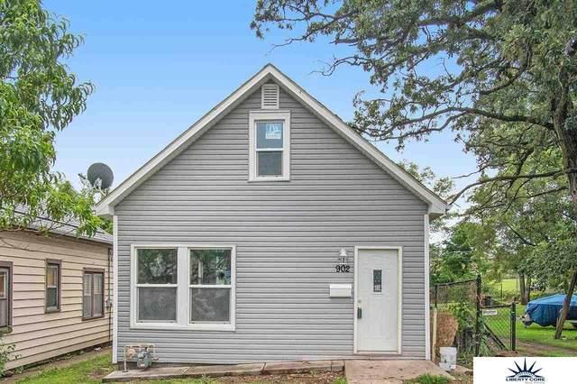 902 S 27 Street, Omaha, NE 68105 (MLS #22113084) :: Berkshire Hathaway Ambassador Real Estate