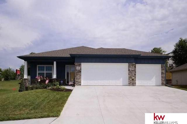 608 Brentwood Drive, Gretna, NE 68028 (MLS #22113260) :: Cindy Andrew Group