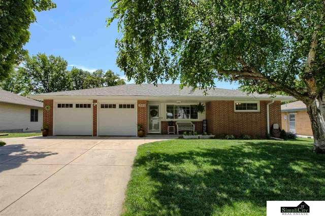 6221 Francis Street, Lincoln, NE 68505 (MLS #22113347) :: Complete Real Estate Group
