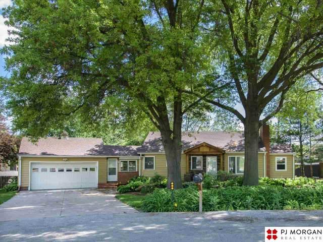 7852 Dewey Circle, Omaha, NE 68114 (MLS #22113349) :: Omaha Real Estate Group