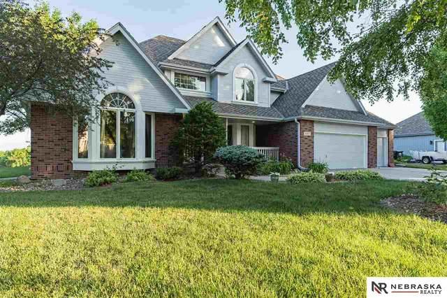 805 Western Hills Drive, Papillion, NE 68046 (MLS #22113494) :: Cindy Andrew Group