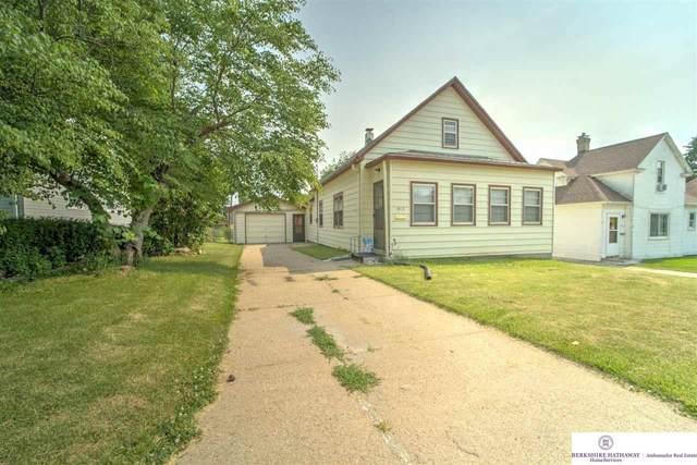 3915 X Street, Omaha, NE 68107 (MLS #22113535) :: Don Peterson & Associates