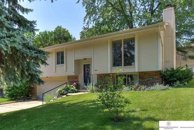 15241 Wycliffe Drive, Omaha, NE 68154 (MLS #22113668) :: The Briley Team
