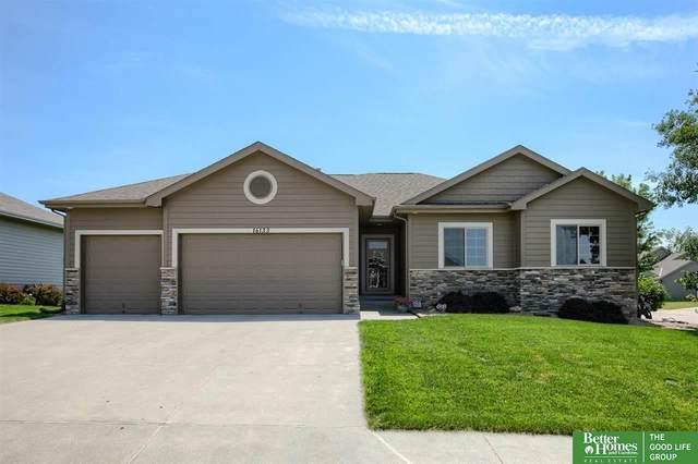 16133 Plum Circle, Bennington, NE 68007 (MLS #22114208) :: Lincoln Select Real Estate Group