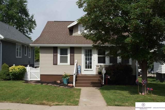 3056 S 33rd Street, Omaha, NE 68105 (MLS #22114648) :: Elevation Real Estate Group at NP Dodge