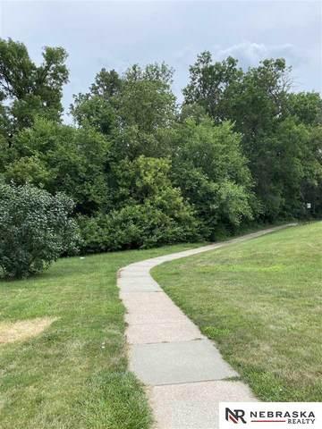160 Hickory Road, Omaha, NE 68144 (MLS #22114825) :: Elevation Real Estate Group at NP Dodge