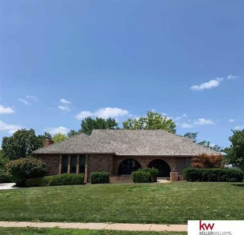 9964 Devonshire Drive, Omaha, NE 68114 (MLS #22115989) :: Catalyst Real Estate Group