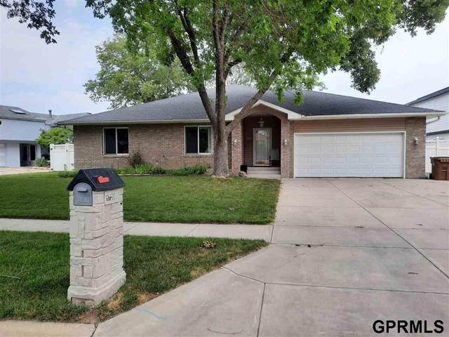 1720 Surfside Drive, Lincoln, NE 68528 (MLS #22116034) :: Capital City Realty Group