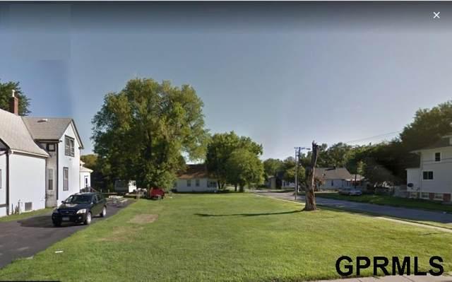 2852 Bristol Street, Omaha, NE 68111 (MLS #22116098) :: Berkshire Hathaway Ambassador Real Estate