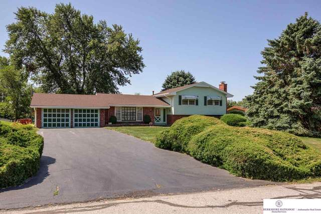 4615 Manchester Drive, Omaha, NE 68152 (MLS #22116127) :: Dodge County Realty Group