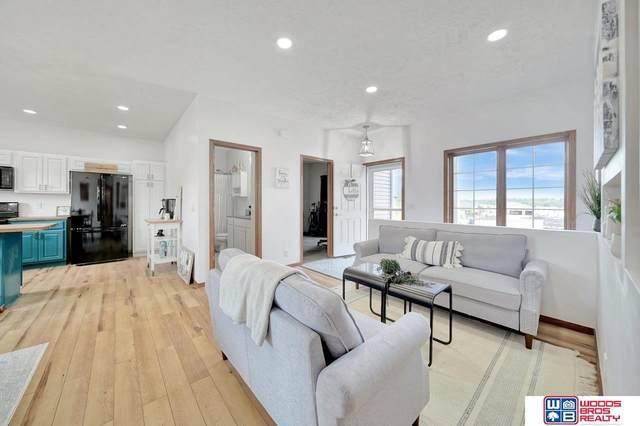 1015 Ridge Road, Hickman, NE 68372 (MLS #22117120) :: Lincoln Select Real Estate Group