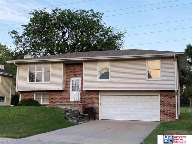 3010 Fox Hollow Road, Lincoln, NE 68506 (MLS #22117129) :: kwELITE