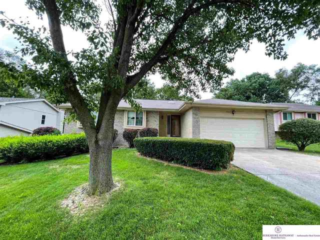 17043 Walnut Circle, Omaha, NE 68022 (MLS #22117252) :: Catalyst Real Estate Group